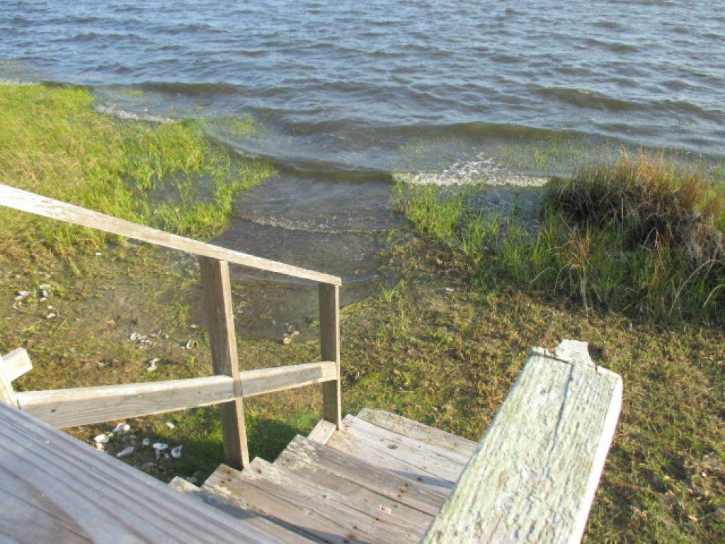 WATERFRONT COTTAGE (sold list w us!) (0)